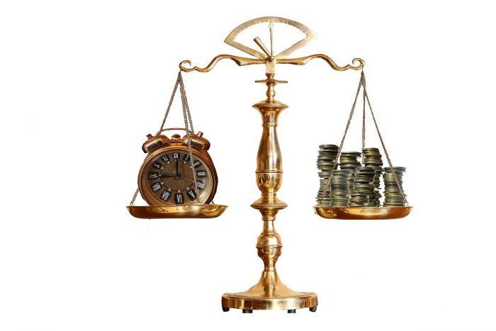 Factuur advocaat naar BV, BTW niet aftrekbaar